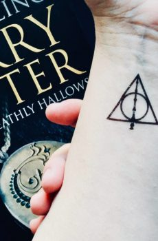 Harry Potter, Deathly Hallows temporary tattoo